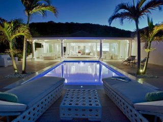 La Perla Bianca at Baie Rouge Beach, Saint Maarten - Beachfront, Pool, Romantic, Terres Basses