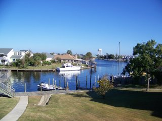 Slidell, LA ~ Terrific Waterfront Condo! 25 min to New Orleans, Boat Slips