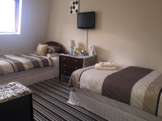 Keeru's Apartments (sleeps 8), Prestwick