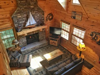 Spacious Great room with Gas-Log fireplace and TV/Bluray.