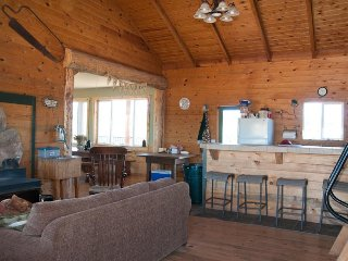 Spacious cabin-style home w/ panoramic views - lots of privacy, near attractions, La Sal
