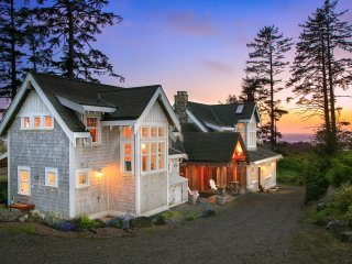 OCEANFRONT BEACH HOUSE - Black Rock Beach House, Ucluelet