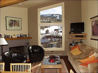 Immaculate 2 Bed + Loft - Full Amenities (2158), Snowmass Village