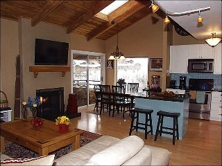 Snowmass Village Corner Unit Condo with views of slopes (203090)