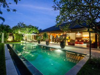 Villa 3 BR jl Drupadi 10 min walking to the beach