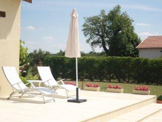 Bouyé  - Pool terrace near summer kitchen area