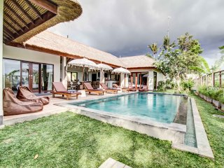Villa 4 BR -  midst of paddy fields 10mn Canggu