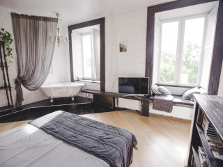 Romantic loft near Nevsky Prospekt with B & B serv, San Petersburgo