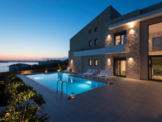 GM Villas - Villa Karga with private swimming pool and gym, Almyrida