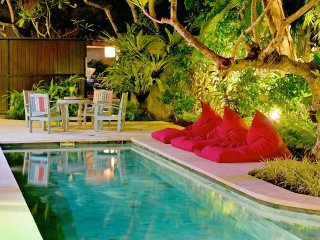 LUXURY TROPICAL BALI POOL VILLA 2 BRM SLEEPS 5, Seminyak