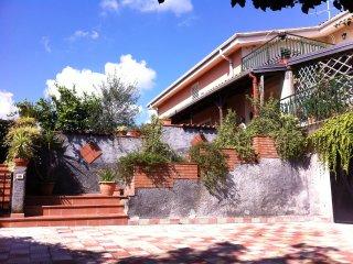 Appartavilla nel verde in zona tranquilla e panora, Aci Sant'Antonio