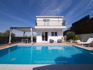 Superb contempary villa,  private salt pool, WIFI, L'Escala