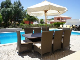 Villa Guga V5 swimming Pool close to the beach, Lagos