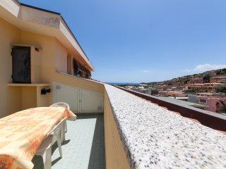 Appartamento TOP 2° piano con due camere, due bagni, ampio terrazzo vista mare