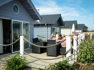 """Sea Urchins"" luxury beach house, shared pool/sauna/gym, close to beach, wifi, Filey"