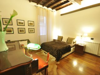 Trevi Fountain 1,2 bedrooms 2 bathrooms,very quiet