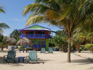 AJ Palms Beach Vacation Rental (Cocoplum Apt)