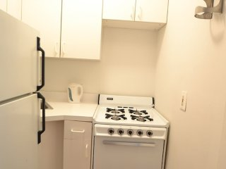 Sunny and Bright Studio Apartment in New York - Large Bathroom, Nova York