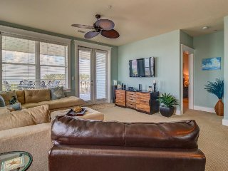 Dog-friendly bayfront condo w/ balcony, ocean views, and shared pool!