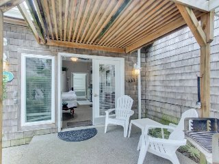 Dog-friendly cabana and studio with close beach access plus spa suite!, Cannon Beach