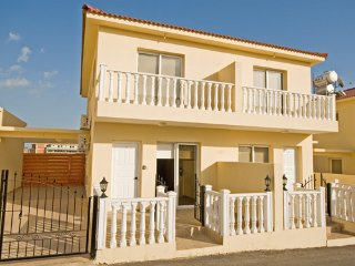 Nissi Beach 2 bedroom villa-Wifi, Pool, Near Beach