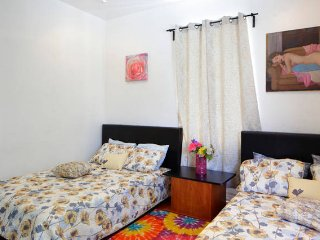 2 Bedroom 1 Bath sleep 6 .Full kitchen SOUTH BEACH, Miami Beach
