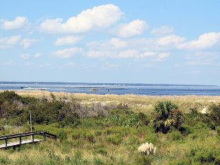 Lighthouse Point Beach Club - Unit 13B - Swimming Pools - Tennis Courts - FREE Wi-Fi, Isla de Tybee