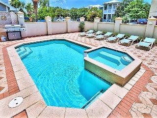 Aurora: Private Pool, Game Room, 2 Minute walk to the Private Beach Access!