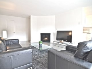 Furnished 3-Bedroom Apartment at Montana Ave & 6th St Santa Monica