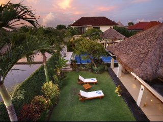 Spacious villa *Yoga/family/friends *up to 16 ppl, Kuta