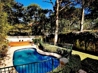 sydney boutique stay - absolutely stunning house with beautiful gardens and pool, Edgecliff