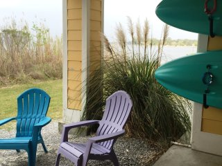 May 21-24 Open!~'Happy Place' Waterfront Beach Home, Comm Pool, 2 Kayaks + 1 SUP