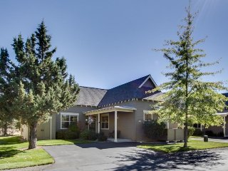 Charming one-level home w/ private hot tub, pool & other resort amenities!, Redmond