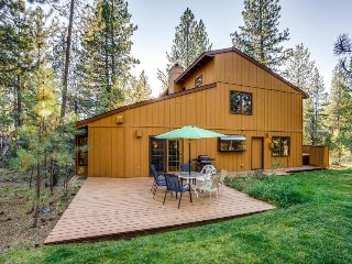 Dog-friendly home w/ private hot tub, SHARC access & six adult-size bikes!