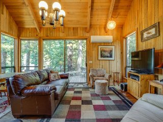 Dog-friendly home with access to shared pool and hot tub!, Black Butte Ranch