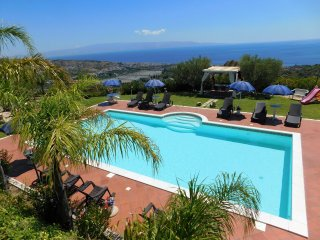 VILLAPERLAJONICA! Stunning Villa with wonderful Pool and breathtaking View!