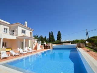 Amazing villa with heated swimming pool