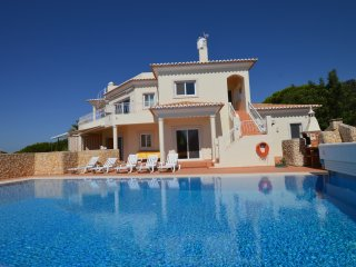 Amazing villa with heated swimming pool, Carvoeiro