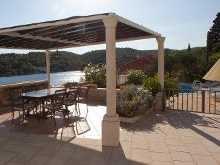 Dalmatian stone villa, 20 meters from the sea!!, Sumartin