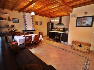 Cozy family friendly house.in a peaceful environment, Dodro