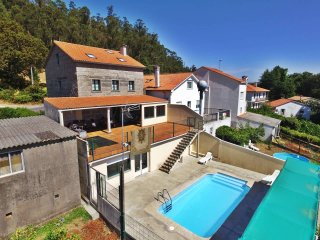 Charming, spacious house with pool and barbacue in Santiago de Compostela