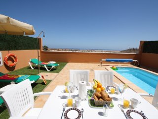 """HOLIDAY VILLAS-2"". Private pool and near beaches, Corralejo"