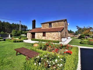 Stunning stone house with heated swimming pool in idyllic environment, Boimorto