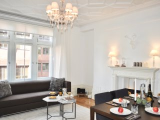 NEW! CENTRAL! LUXURY! HUGE! 2 BEDROOMS/ 3 BEDS/ COVENT GARDEN, 3 min subway!!