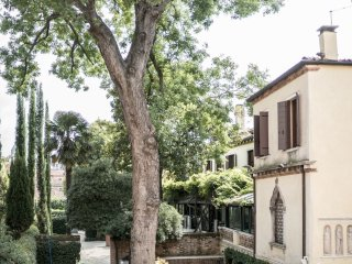 Appartamento Venier - One bedroom apartment facing the Guggenheim's gardens