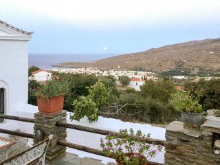 Spacious house 4.5km from the sea, Andros Town