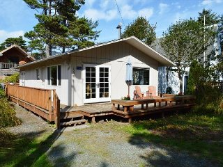 THE ARLIS ~ MCS #328 - New enchanting retreat walkable to downtown!, Manzanita