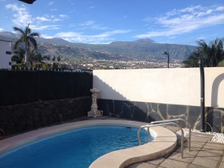 Villa Dorina - free heated pool, BBQ, wifi, views to ocean and mountains.
