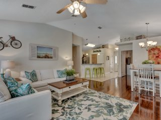 'OCEAN MIST PARADISE' - DESTIN / WALK TO BEACH / PRIVATE SALTWATER POOL / 4BR