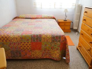 CENTRAL! Opposite Centre of Modern Languages!! Double Bed, Granada